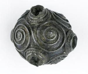 Merovingische knop van een speld of haarnaald gevonden in Domburg omstreeks 1750.