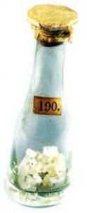 Vroeg achttiende-eeuws flesje met borax uit Tibet. Uit de nalatenschap van Samuel van de Putte [NHG10190]