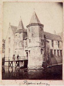 Zelandia Illustrata II-971. Foto vanPopkensburgdoor C.J. Dirksen, 1861.Hoog 8 cm, breed 6 cm.In bruikleen bij het Zeeuws Archief.