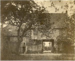 Zelandia Illustrata II-2770/4.Poortgebouw vanPopkensburg.Foto circa 1861. Hoog 7 cm, breed 8,5 cm.In bruikleen bij het Zeeuws Archief.
