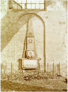 Zelandia Illustrata III-397-5Grafmonument van D.O. Barwell in de Sint Jacobskerk te Vlissingen, na de brand van 1911. Foto.In bruikleen bij het Zeeuws Archief.